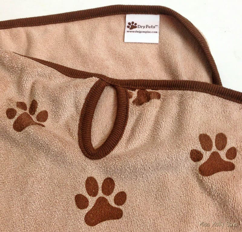 Luv & Emma's Dry Pets Super Absorbent Microfiber Towel helps Pets stay Clean and Dry