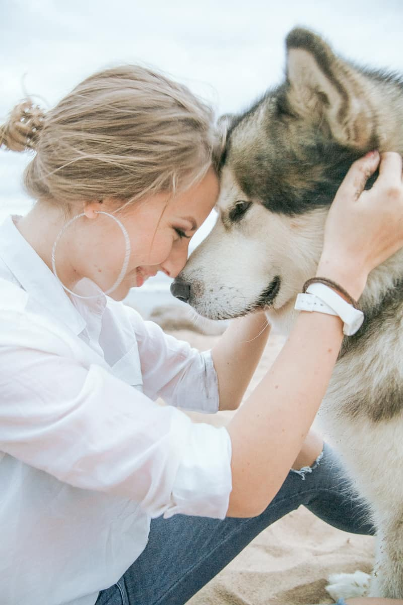 Womand hugging a husky